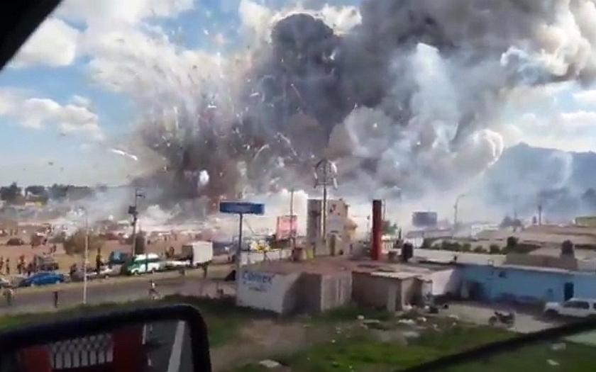 Desítky mrtvých při výbuchu zábavní pyrotechniky