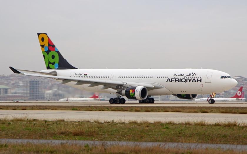 Malta: Únosci drží 118 rukojmí na palubě libyjského letadla