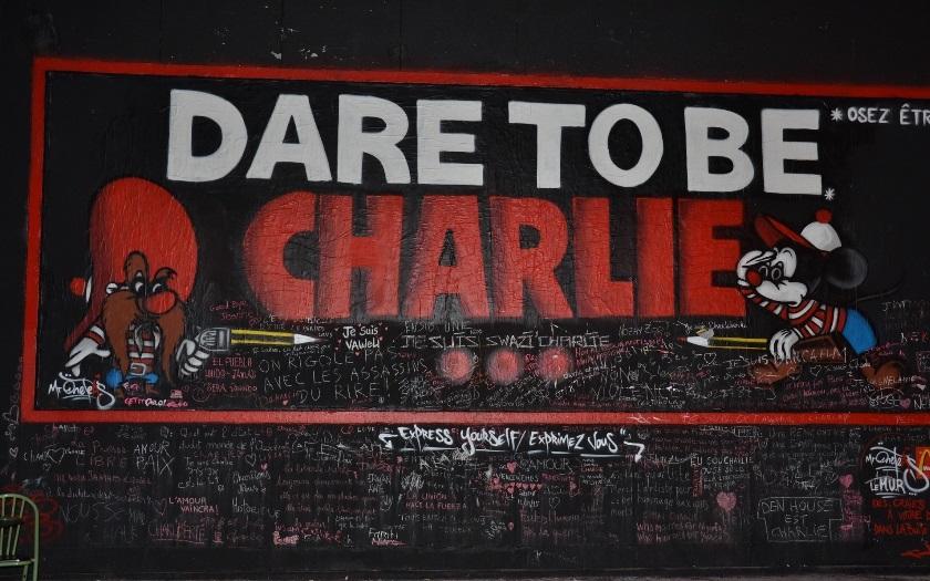 Charlie Hebdo bohužel přestřelil. Do mrtvých se nekope