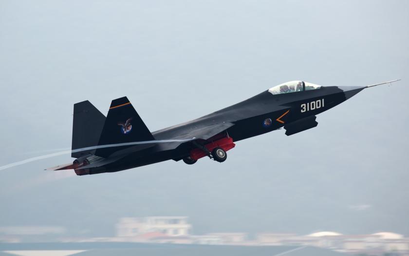 Čína testuje stíhač 5.generácie, bude o polovicu lacnejší ako F-35