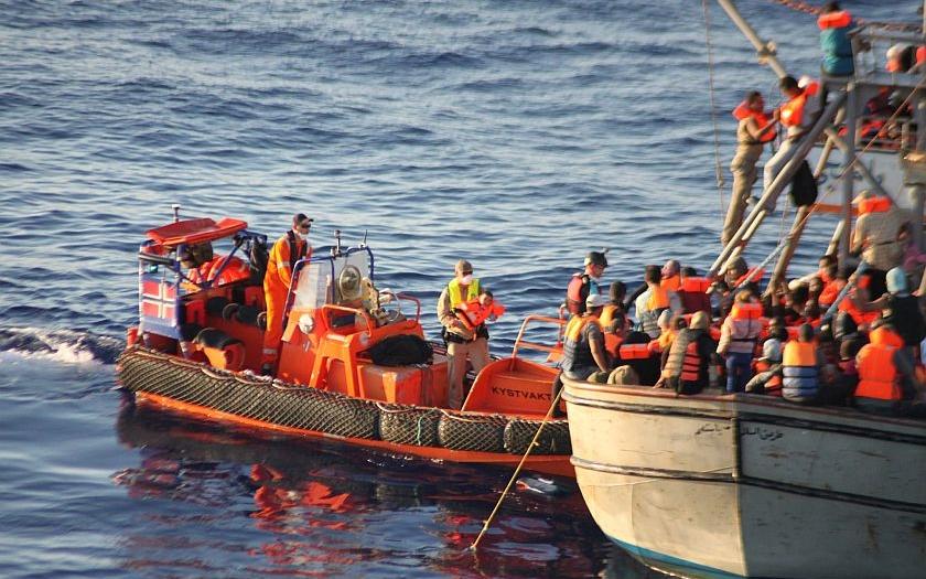 Italský parlament schválil pomoc vojenského námořnictva pro Libyi