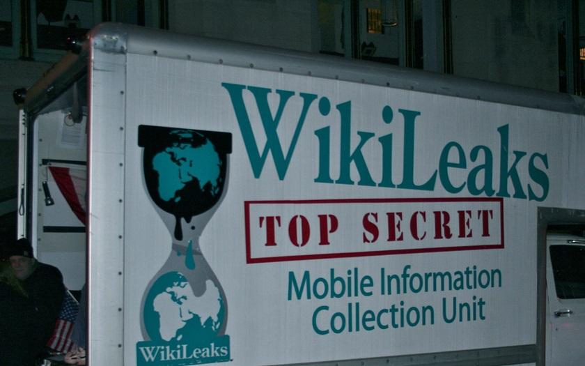 USA prý mají důkaz, že Rusko dalo materiály demokratů WikiLeaks