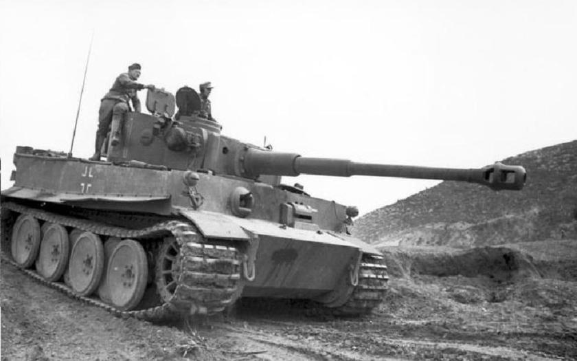 Vzácné záběry Wittmannovova Tigeru v tankové bitvě u Kurska