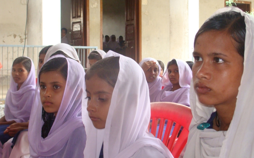 Muslimské dívky se musejí povinně zúčastňovat společných hodin plavání, nařídil soud