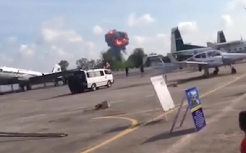 Video: Havárie thajského Gripenu na letecké show