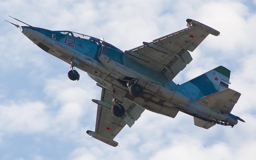 VIDEO: Syrští rebelové sestřelili ruský letoun, pilot podle Moskvy zabit