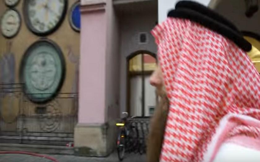 VIDEO:,,Muslim&quote; v Olomouci vyřval náměstí: Kříže, kostely, Vánoce, nic z toho už nebude!