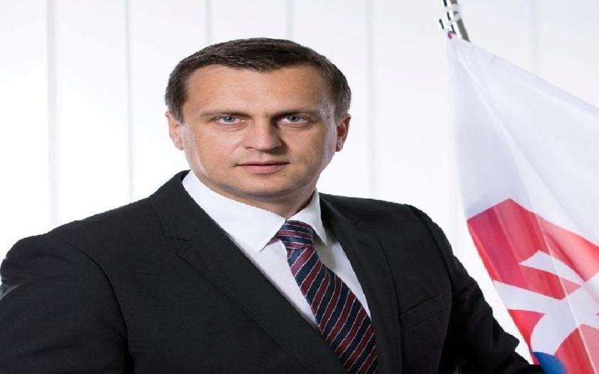 Predseda NR SR Andrej Danko bol povýšený na kapitána, opoziční poslanci ho vyzvali, aby sa vzdal svojej hodnosti