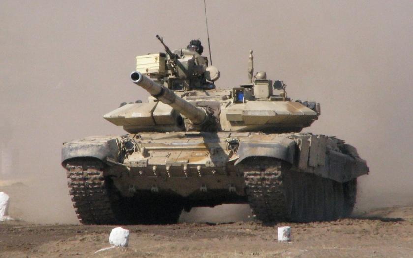 Hrozí vojna ? India plánuje nasadiť stovky tankov T-90, na hranici s Pakistanom
