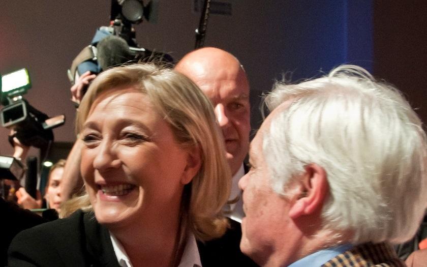 Le Penová stále vede v průzkumech prezidentské volby d758517d8c