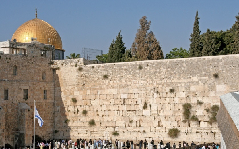 Přesunutí americké ambasády do Jeruzaléma může ohrozit životy Američanů, říká v rozhovoru pro Security magazín odborník na Blízký východ Marek Čejka