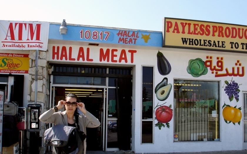 VIDEO: Dej to vepřové pryč, ,,nařizoval&quote; vzteklý muslim prodavačce