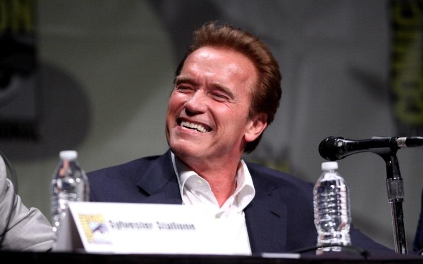 Schwarzenegger vzkazuje Trumpovi: Ukonči zákaz vstupu lidem z muslimských zemí, vypadáme hloupě