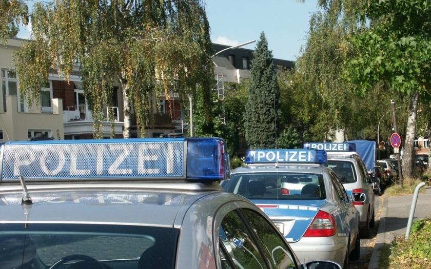 Německá policie provedla rozsáhlou razii v mešitách a firmách. Zatkla Tunisana, který plánoval teroristický útok
