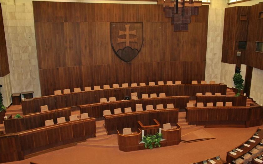 Poslanec ĽS Naše Slovensko Milan Mazurek, sa ''ospravedlnil'' Andrejovi Dankovi. Za svojimi názormi o Islame si však stojí
