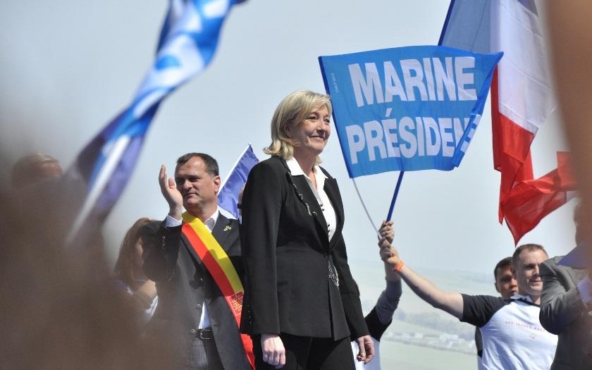 Šéfka Národní fronty Le Penová zahájila prezidentskou kampaň. Vrátím Francii zpět svobodu, slibuje
