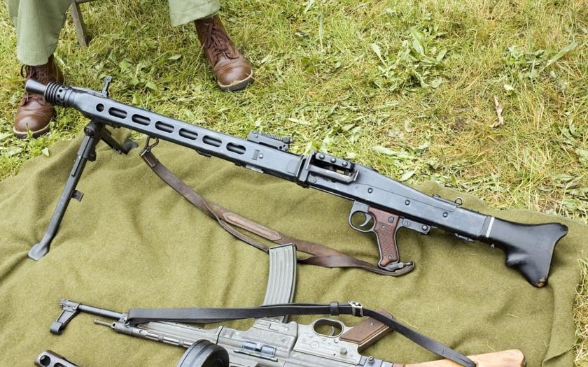 VIDEO: Porovnání dvou legendárních německých kulometů MG 34 a MG 42. Co je odlišuje?