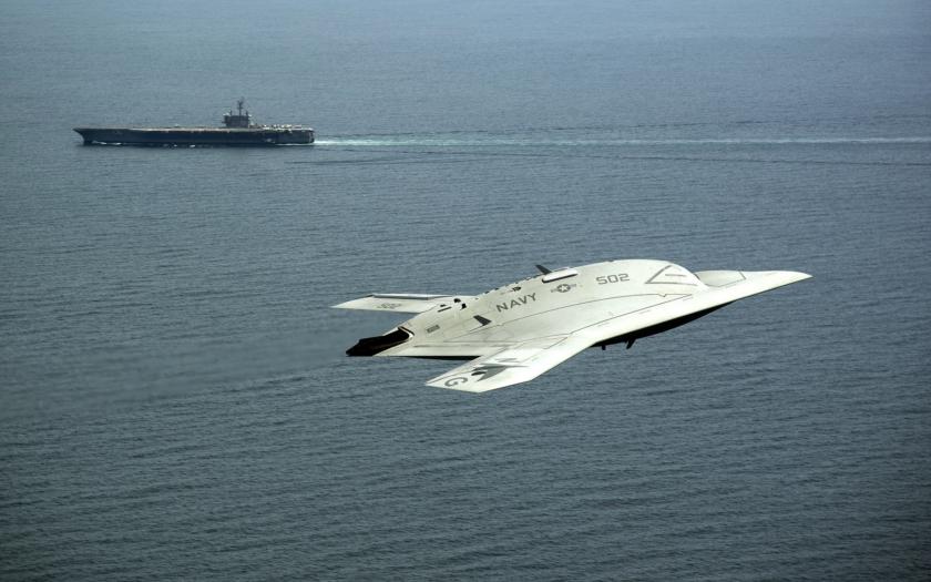 Neviditelný bezpilotní stroj X-47B míří do služby