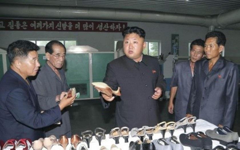 Kim Čong-un se při inspekci na severu KLDR netajil kritikou