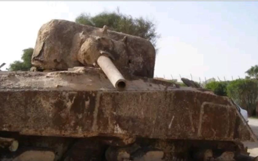 VIDEO: Opuštěné tanky z druhé světové války v poušti v Libyi
