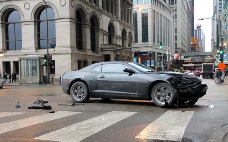 Další útok autem? V Londýně vrazilo auto do skupiny chodců, pět z nich zranilo