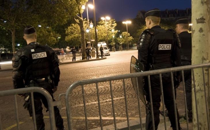 Poblíž útočníka z Paříže byly poznámky o IS, v autě měl Korán