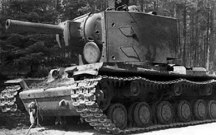 Nepovedené Stalinovo monstrum - sovětský těžký tank KV-2