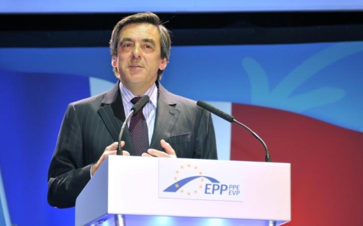 Protikorupční policie provedla razii v bytě prezidentského kandidáta Fillona