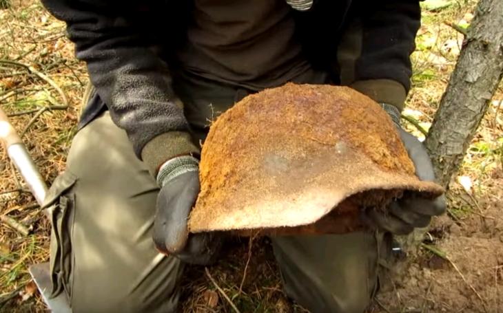Co po sobě zanechaly jednotky Waffen-SS? Neuvěřitelné úlovky lovců pokladů na východní frontě
