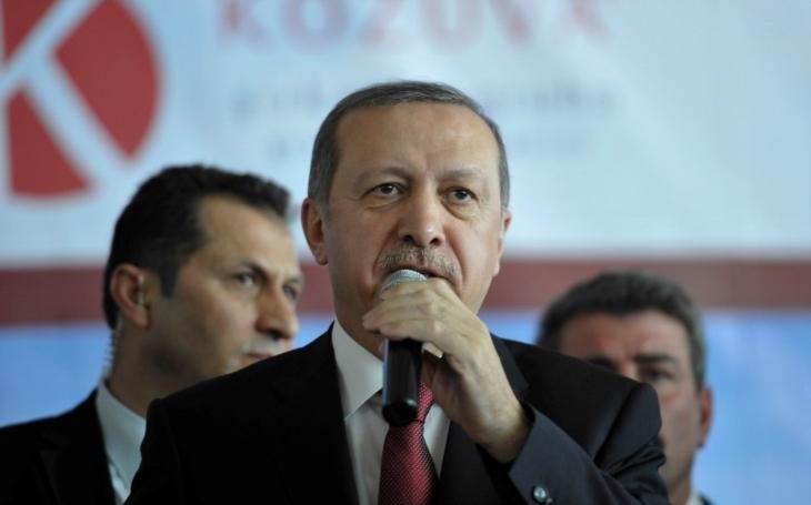 Erdoganovi rukojmí. Turecký prezident brání desítkám nizozemských občanů v odletu ze země