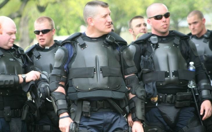Média záměrně zkreslují vyznění policejní demonstrace na podporu ,,politicky nekorektního&quote; kolegy ve Švédsku