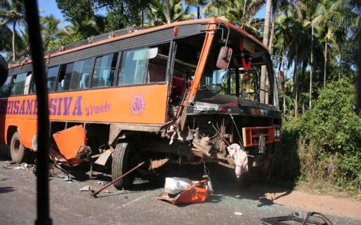 Šokující video: řidiče autobusu přepadl mikrospánek. Následky byly fatální