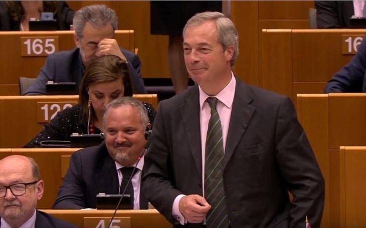 Nigel Farage poriadne v europarlamente naložil svojim kolegom, kvôli Trumpovi