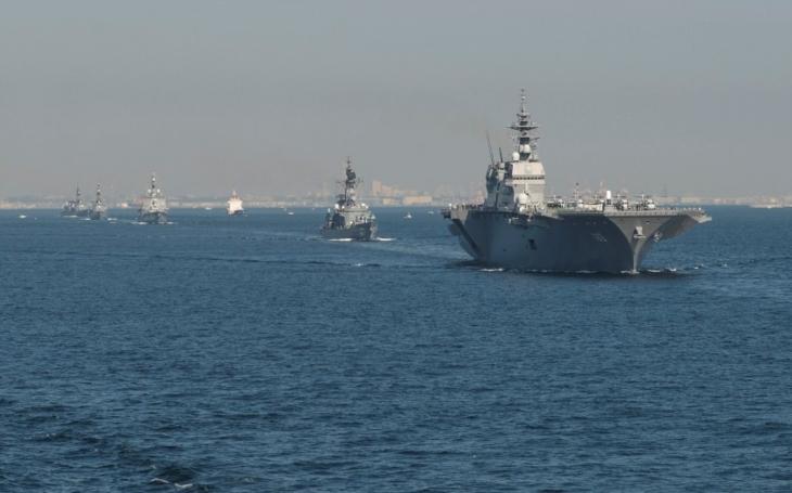 Japonsko se chce vložit do sporu v Jihočínském moři. Do oblasti vysílá největší válečnou loď od druhé světové války