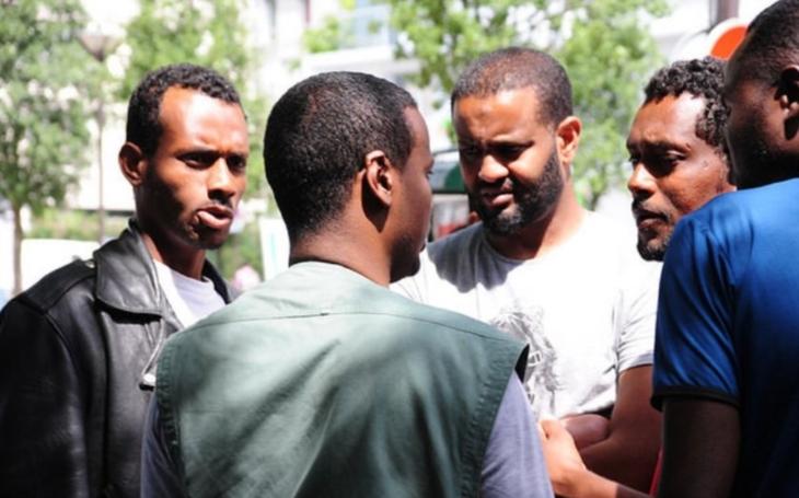 Splácejí svůj ,,vděk&quote;: Somálští migranti napadli zákazníky v nizozemském supermarketu