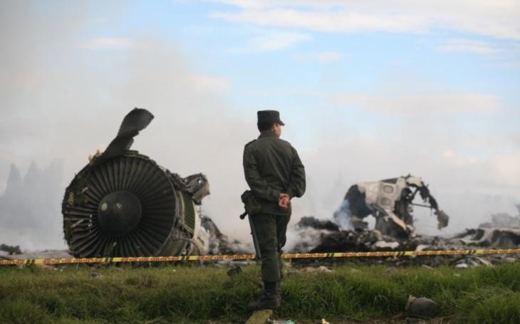 Letoun s Alexandrovci prý spadl kvůli záhadnému chování pilota