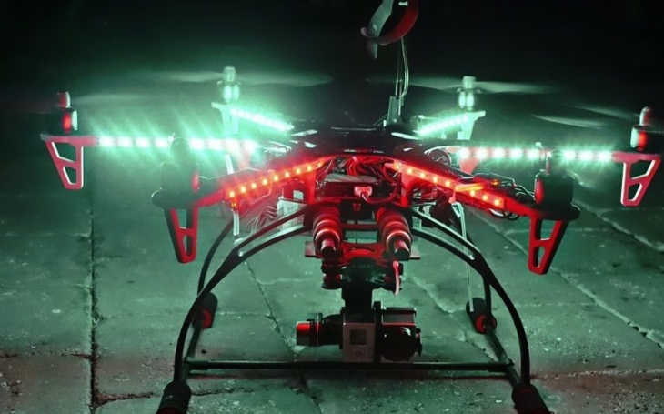 Draganfly a SureFire vytvořily dron pro noční záchranné operace