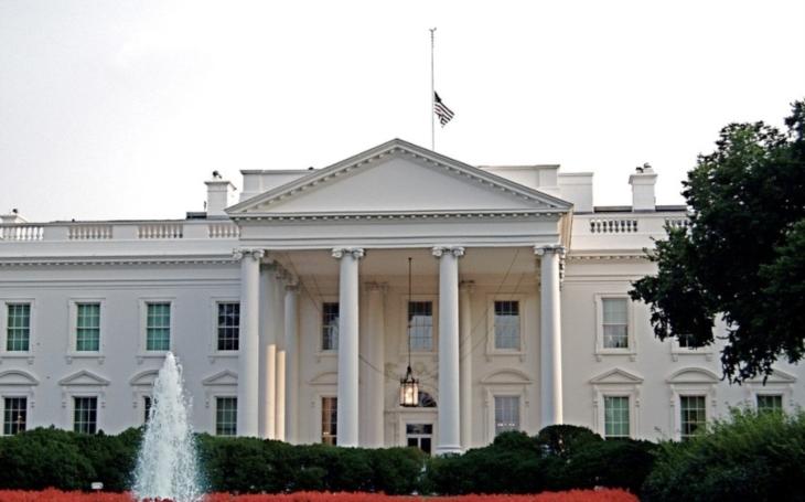 U Bílého domu zadrželi muže, který tvrdil, že má v autě bombu