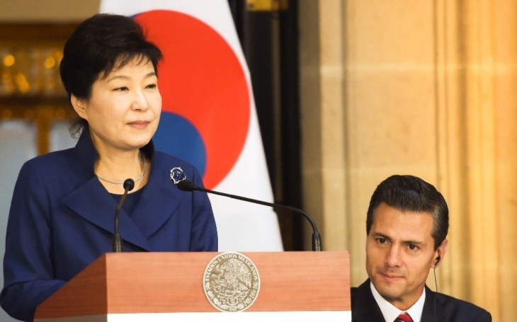 Sesazenou jihokorejskou prezidentku chtějí vzít žalobci do vazby