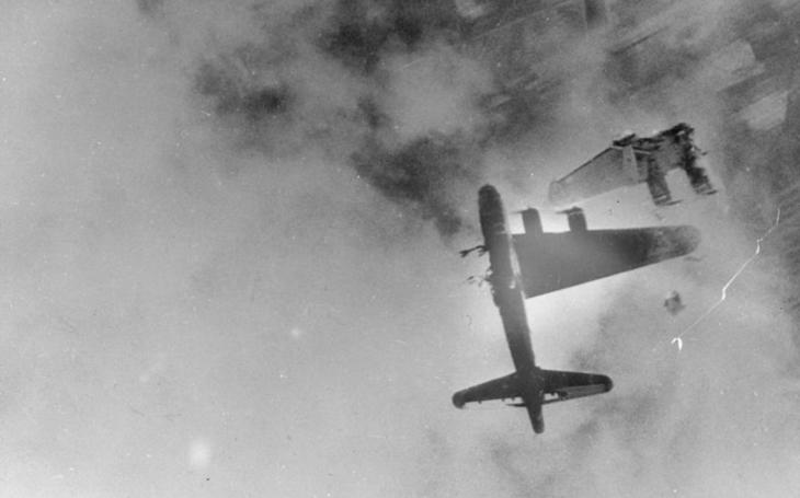 VIDEO: První setkání amerických bombardérů s Me-262