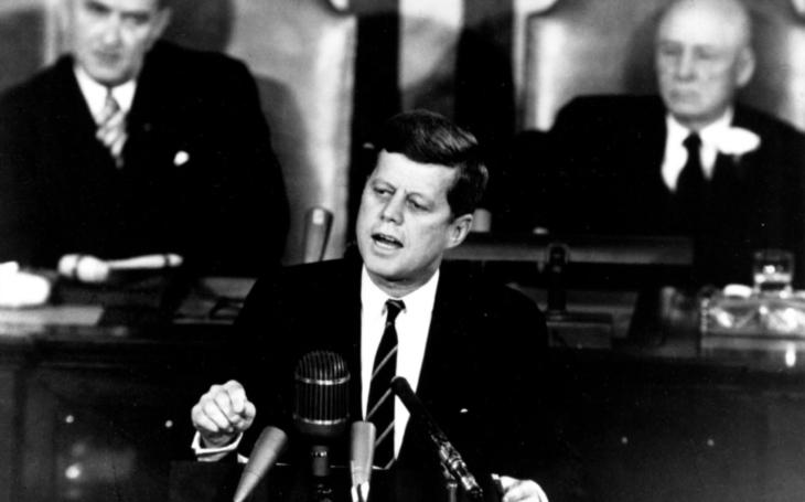 Trump schválil ke zveřejnění jen část utajovaných dokumentů k zavraždění Kennedyho. Neměl jsem jinou možnost, řekl
