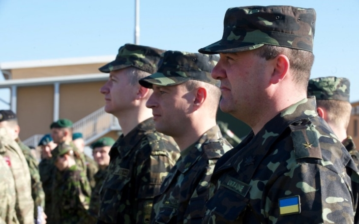 Vyzbrojme ,,smrtícími zbraněmi&quote; Ukrajinu proti Rusku, říká vysoce postavený americký generál