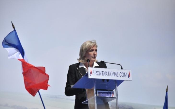VIDEO: Co máte za problém, vy si přejete válku?! Le Penovou vytočila otázka novinářky