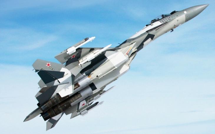 Odplata z neba: SU-35 ničia teroristov, prekvapivo neriadenými strelami