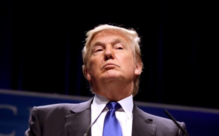 Soud na Havaji prodloužil neplatnost Trumpova migračního dekretu
