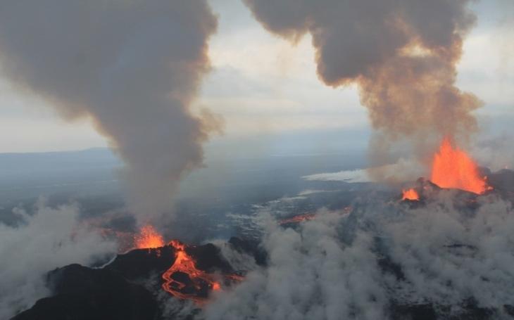 VIDEO: Záběry jako z Mordoru: Probuzená Etna chrlí tuny lávy