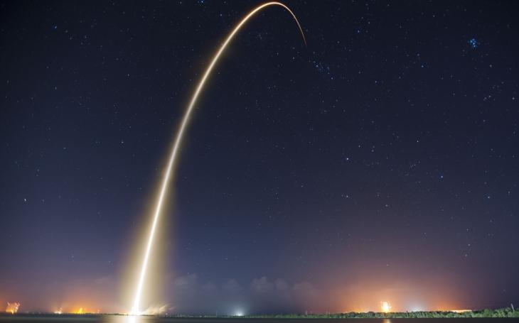 SpaceX poprvé zkusí vypustit družici pomocí již použité rakety