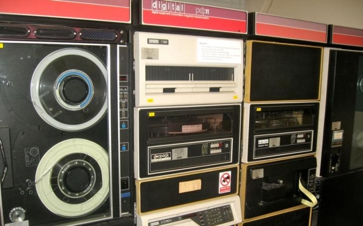 Šedesát let starý, přesto funkční. Pentagon stále používá počítačový software z roku 1958
