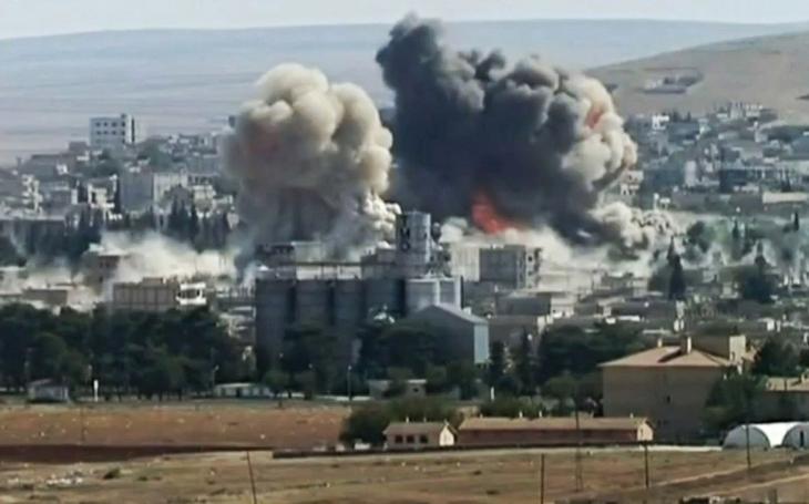 Koalice vedená USA podnikla nálet na syrské provládní síly