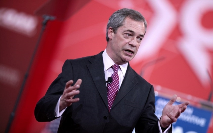 Dřív si notovali, teď se Farage pustil do Trumpa za jeho úder na Sýrii